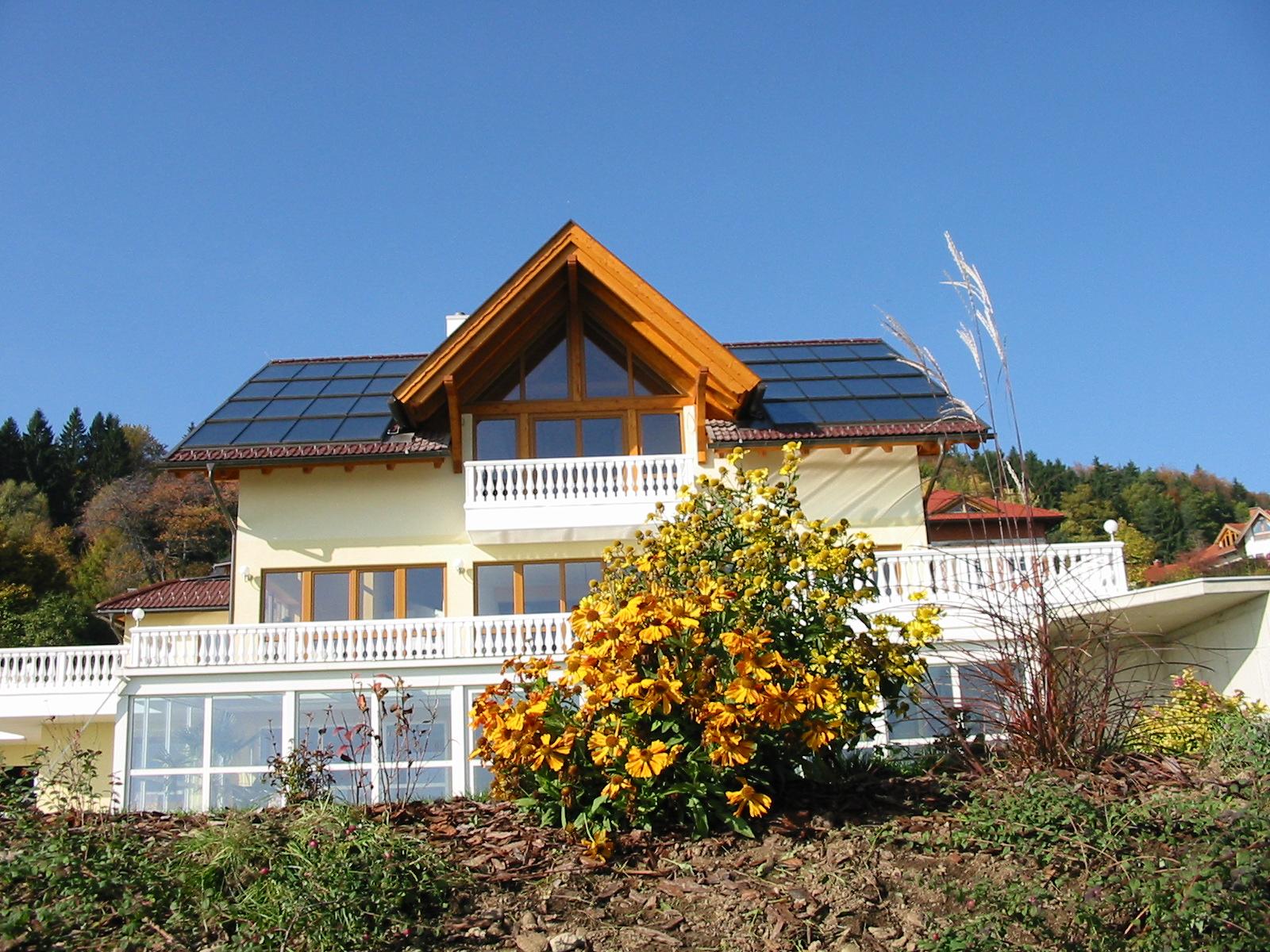Haus mit Solaranlage - MacTherm